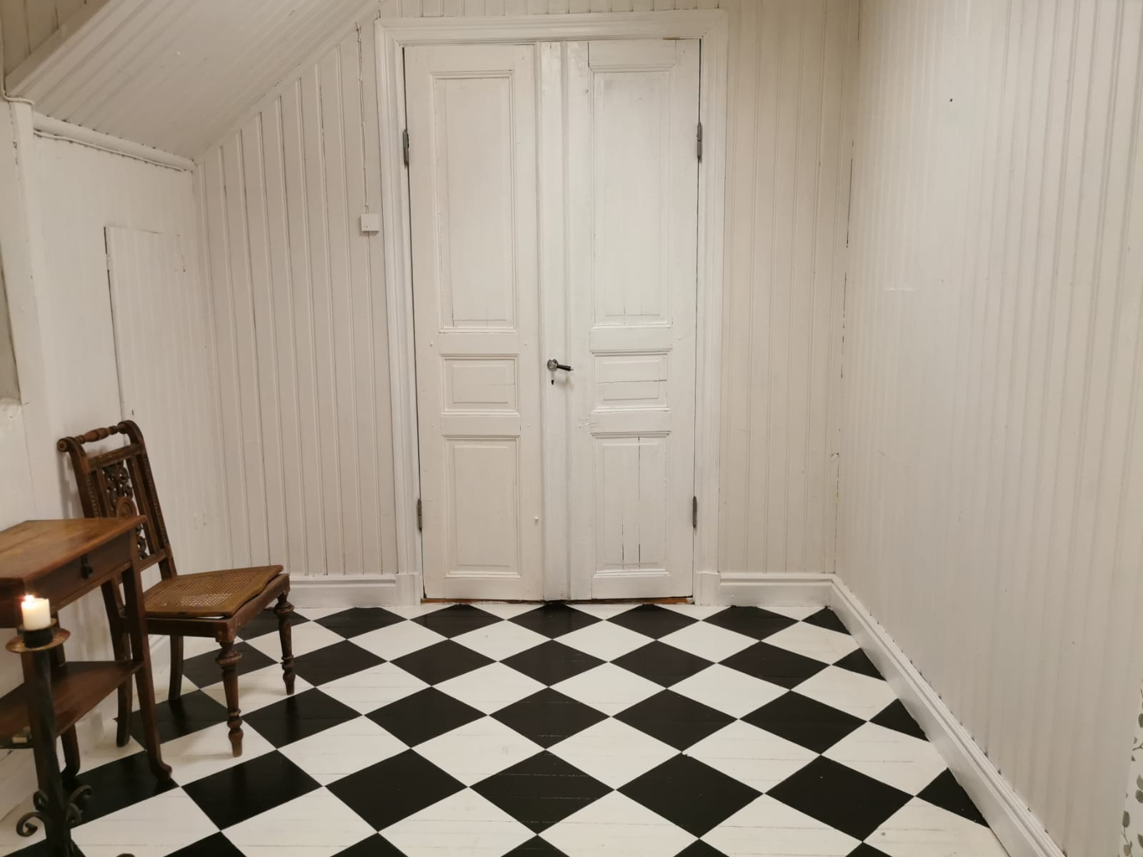 Painting Your Floor In A Chessboard Pattern – A Quick Guide
