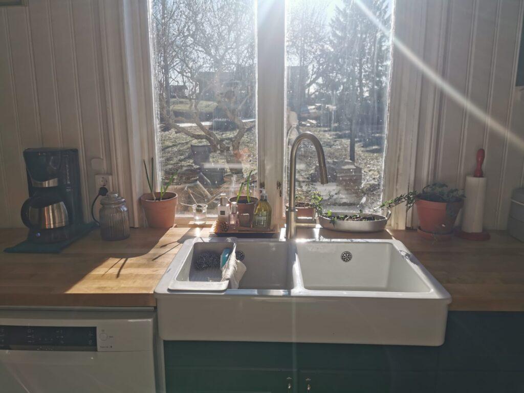 White porcelain double sink