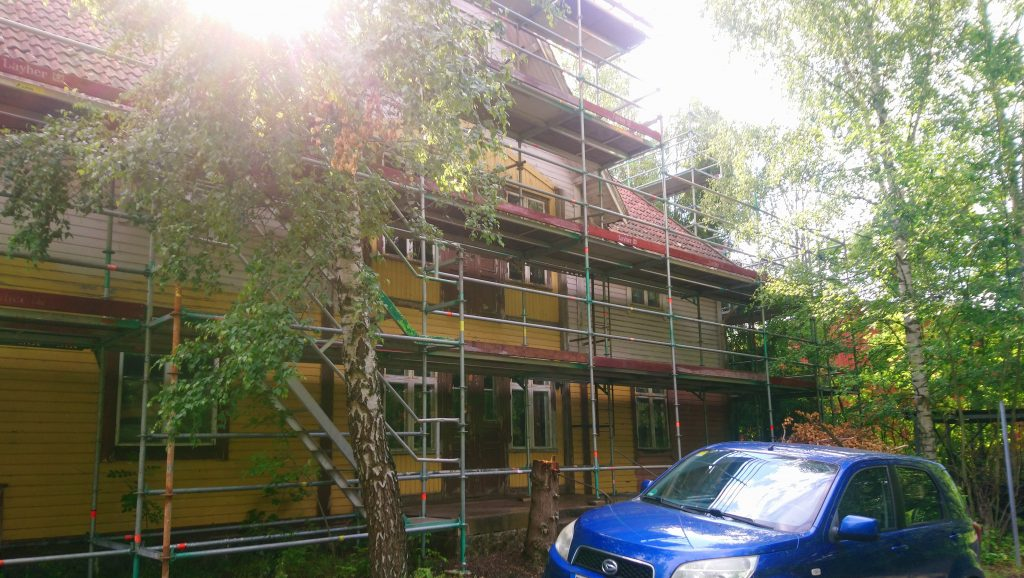 House surrounded my scaffolding