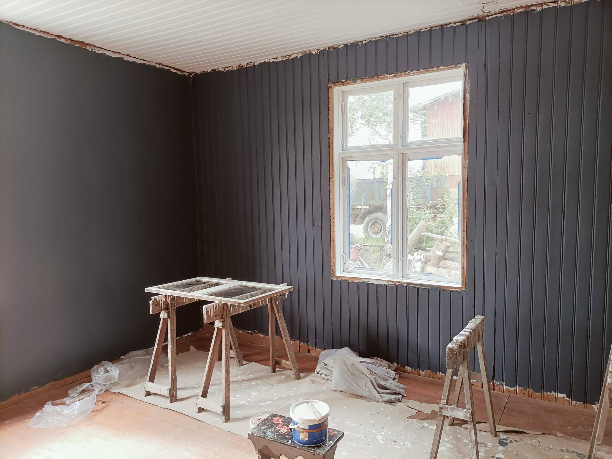 August Update – Living room and window restauration in full speed